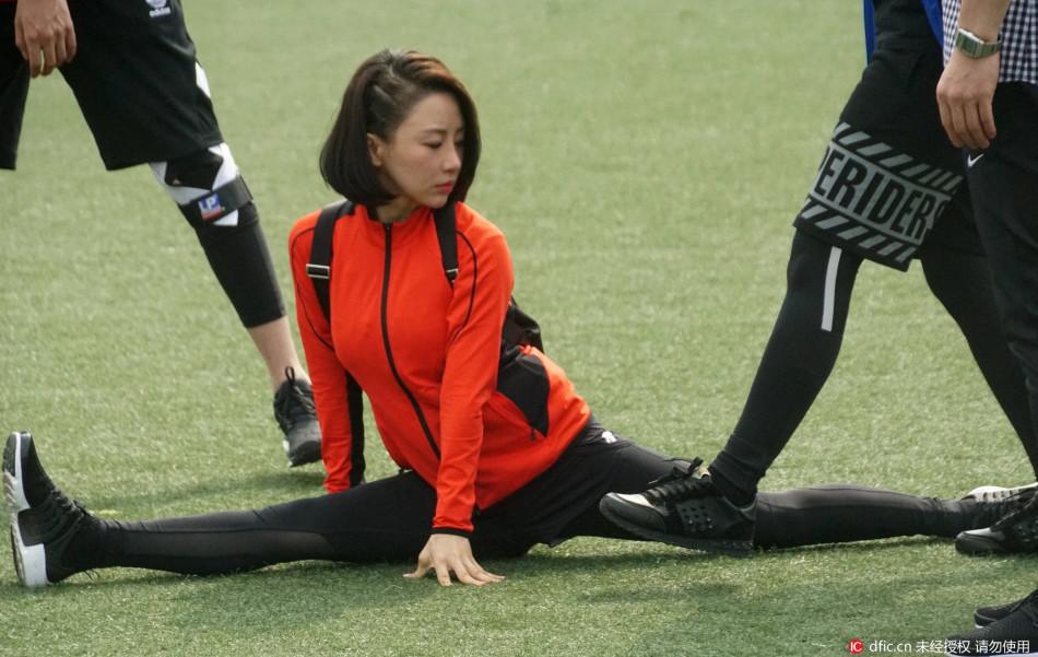 台球皇后潘晓婷一字马秀长腿