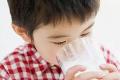 """家长注意 别给孩子喝这5种""""伪营养""""奶"""