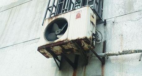 武汉开始整治空调支架等外墙悬挂物