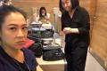 刘若英被化妆师坑了 纯素颜在大庭广众下化妆