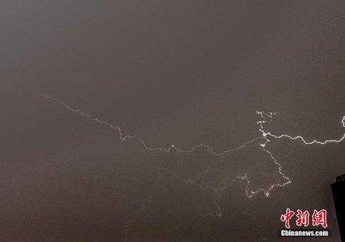 北京气象台发雷电黄色预警 大部地区现雷阵雨