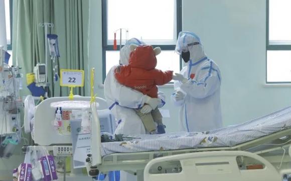 每分钟都行走在危险边缘 成功救治1岁新冠肺炎首例重症病患背后