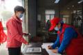 抗疫故事|59岁大学志愿老师感动社区